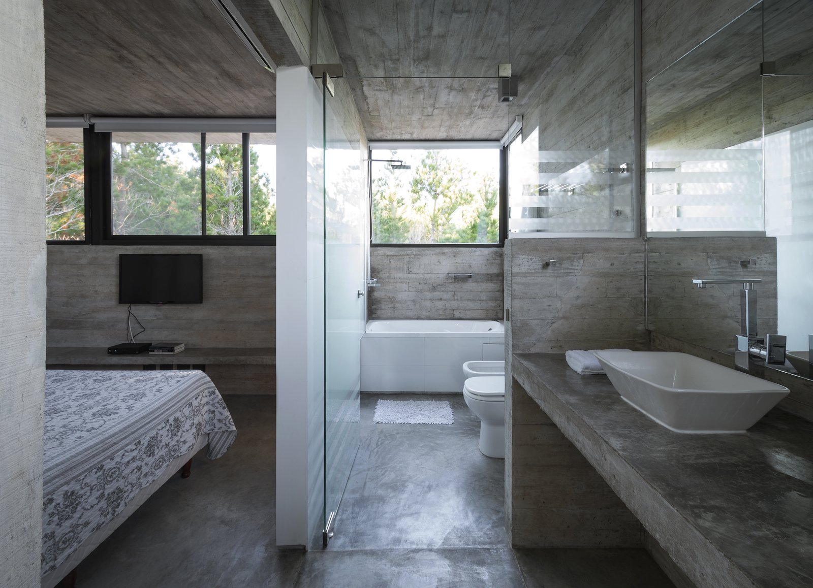 Bath, Concrete, Concrete, Drop In, Undermount, Open, Accent, Concrete, and One Piece Wein House - Besonías Almeida arquitectos  Best Bath Drop In Concrete Photos from Wein House