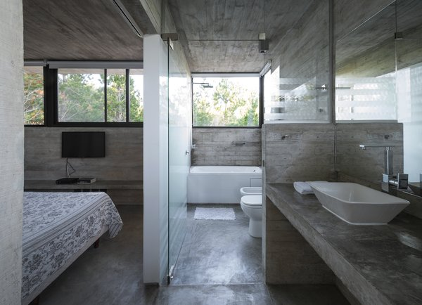Bath Room, Concrete Counter, Concrete Floor, Drop In Sink, Undermount Tub, Open Shower, Accent Lighting, Concrete Wall, and One Piece Toilet Wein House - Besonías Almeida arquitectos  Wein House by Besonías Almeida arquitectos