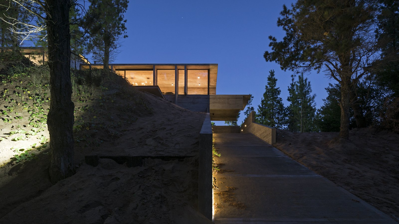 Exterior, Beach House Building Type, House Building Type, Concrete Siding Material, Glass Siding Material, and Metal Siding Material Wein House - Besonías Almeida arquitectos  Wein House by Besonías Almeida arquitectos