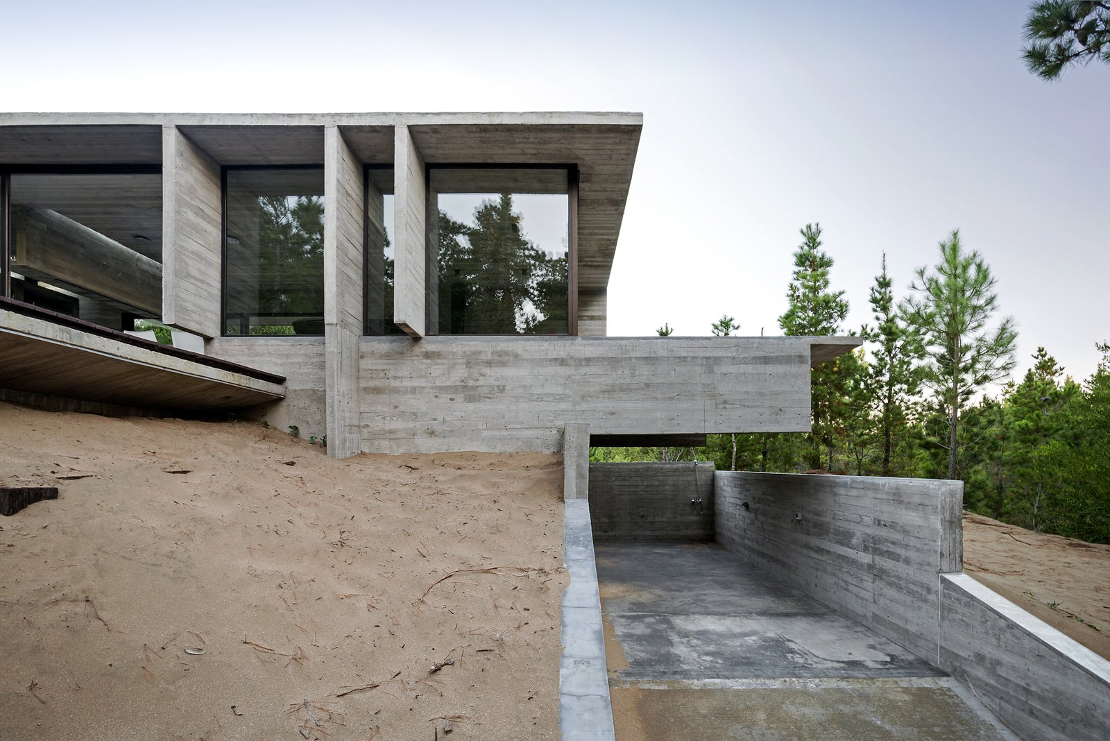 Exterior, Concrete Siding Material, Glass Siding Material, House Building Type, Beach House Building Type, and Metal Siding Material Wein House - Besonías Almeida arquitectos  Wein House by Besonías Almeida arquitectos