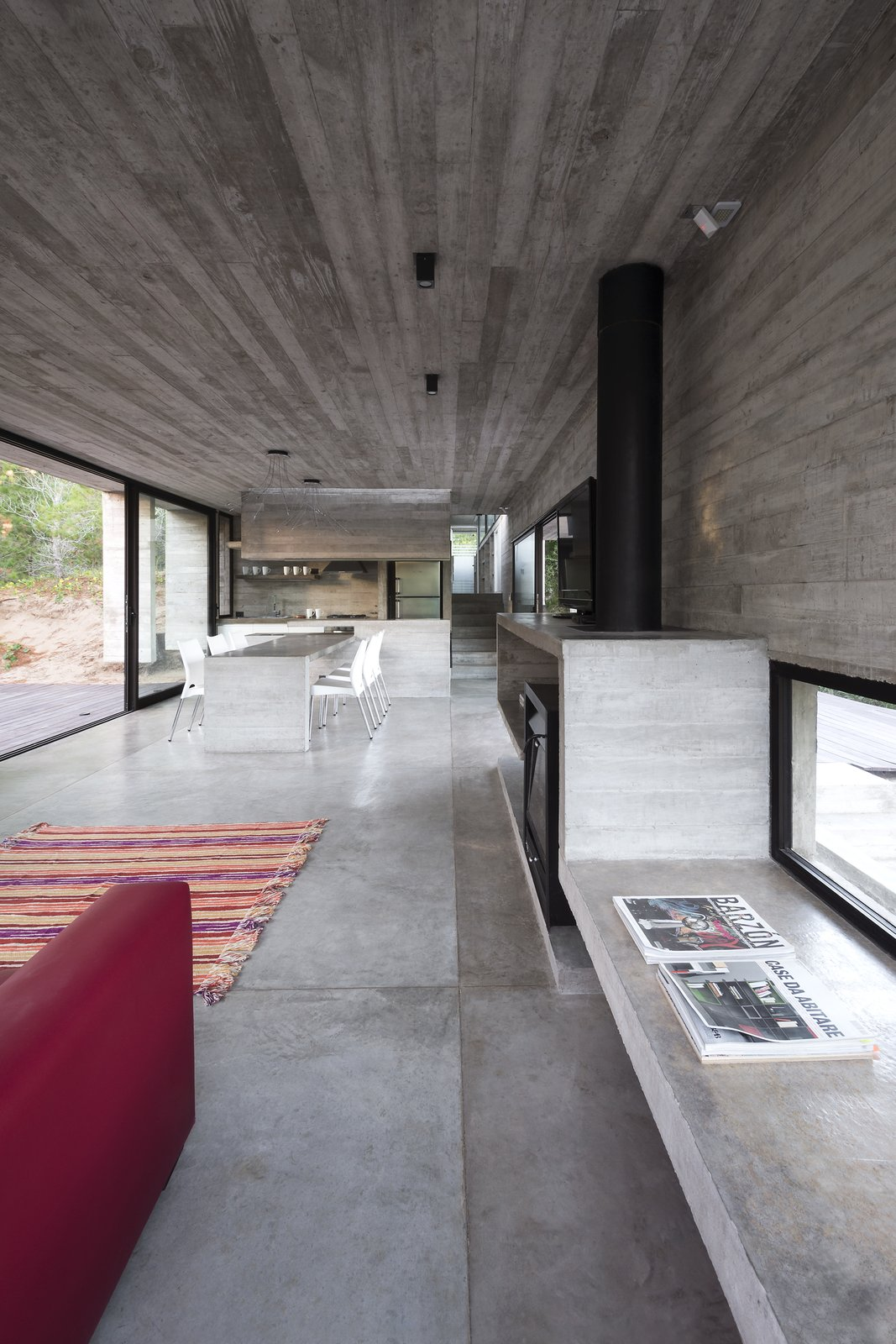 Living Room, Sofa, Chair, Concrete Floor, Accent Lighting, Pendant Lighting, and Wood Burning Fireplace Wein House - Besonías Almeida arquitectos  Wein House by Besonías Almeida arquitectos