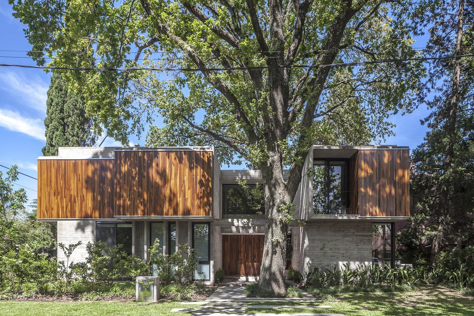 Exterior, House, Wood, Concrete, Glass, and Metal Aranzazu House - Besonías Almeida arquitectos  Exterior Wood Metal Concrete Photos from Aranzazu House