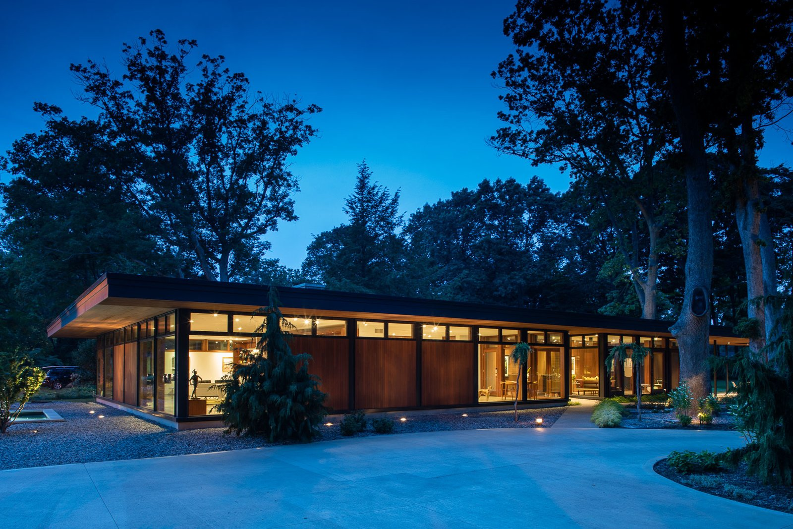 Exterior and Mid-Century Building Type The finely crafted cantilevered roof floats on a glass clerestory and dramatically reaches out towards the landscape. The design is organized on a rigorous eight-foot structural grid divided into living zones for both private and public spaces.   Pleasant Street Residence