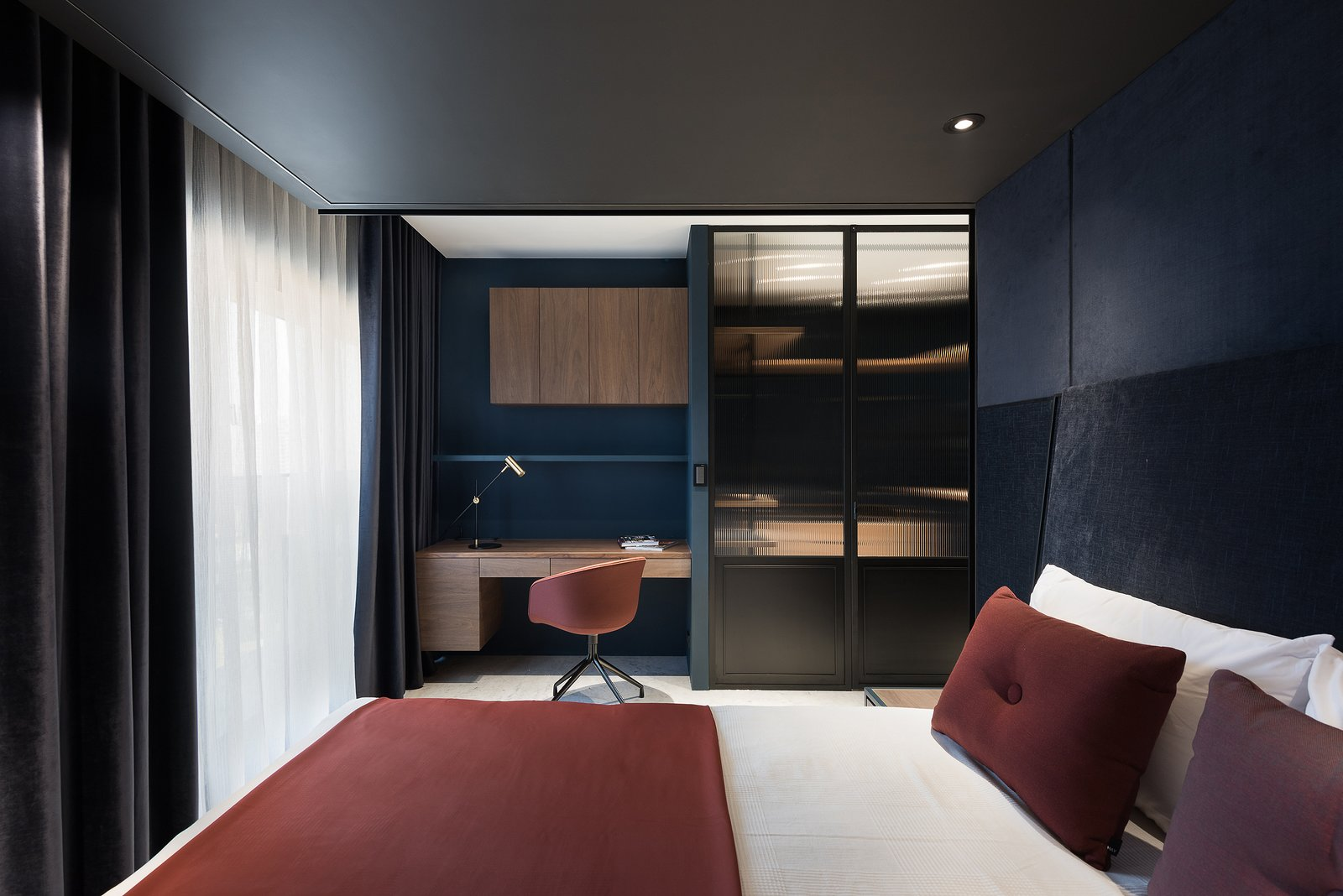 Bedroom Master Bedroom  Residence C.A. by W&Li Design