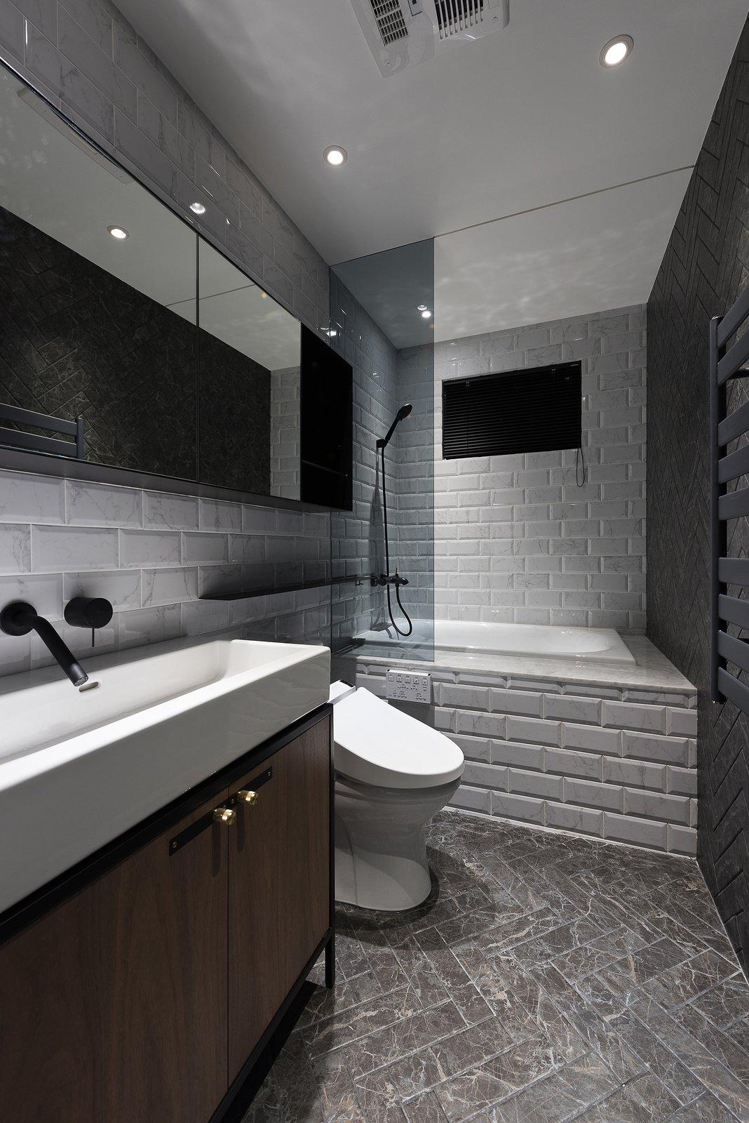 Bath Room Bathroom  Residence C.A. by W&Li Design