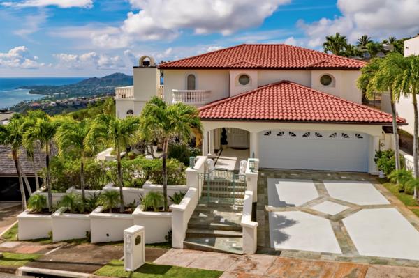 Mediterranean Estate in Hawaii Loa Ridge