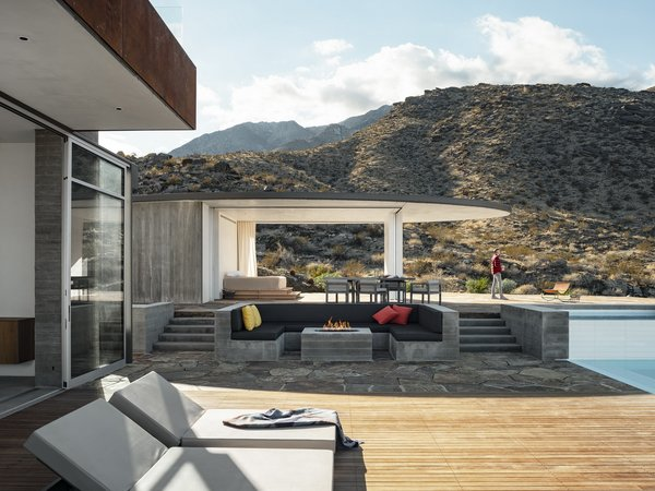 Ridge Mountain Residence was designed to blend into the existing Palm Springs landscape. Cor-Ten steel cladding provides a naturally weathering material, while the concrete structure and flagstone terrace complement the light tones of the surrounding mountains.