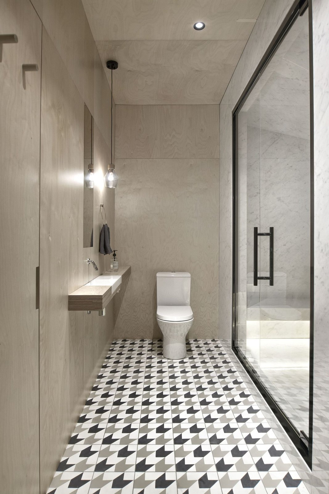 A bathroom in INT2 architecture's Saint Petersburg apartment