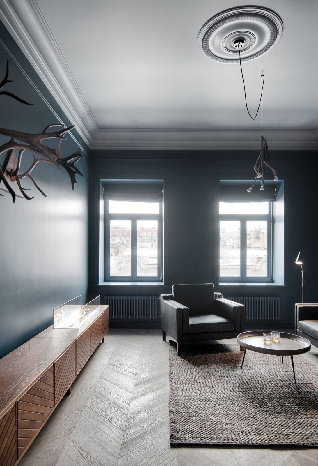 The study in INT2 architecture's Saint Petersburg apartment