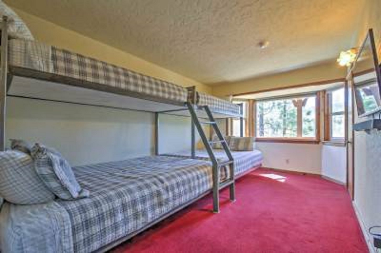 Picture of: Photo 8 Of 13 In Big Bear Lake House With Stunning Views Of Ski Slopes Dwell