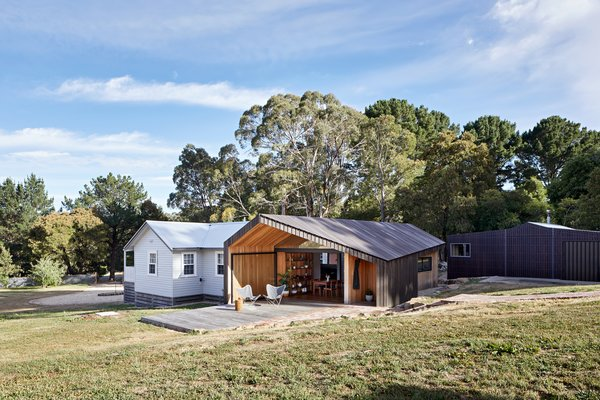 Limerick House is a modest addition to an existing dwelling on a rural Victorian property.