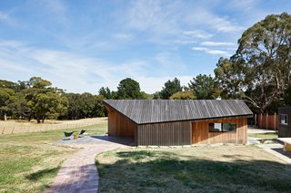 The exterior of the addition is clad entirely in spotted gum decking boards, stained black to enhance the resemblance the materiality of the dilapidated shearing sheds. The aging of the timber as it silvers off will further enhance this resemblance.