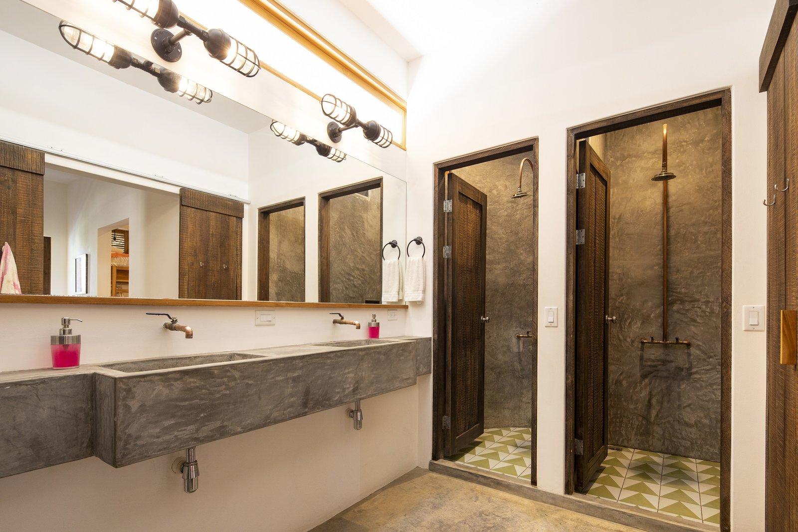 Dorm bathroom   Nomadic Nosara