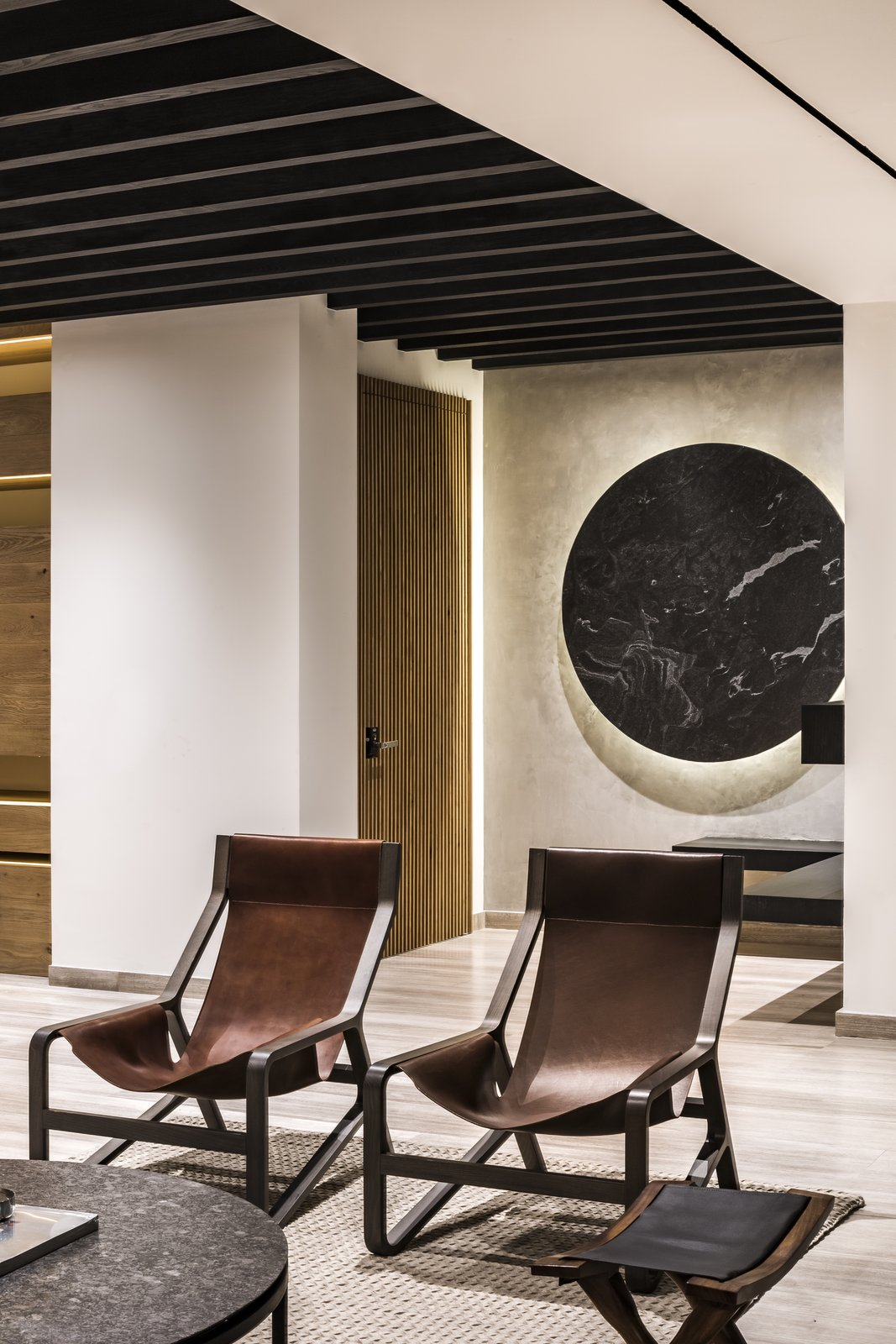 At the main access, a bold and striking marble element decorates the space