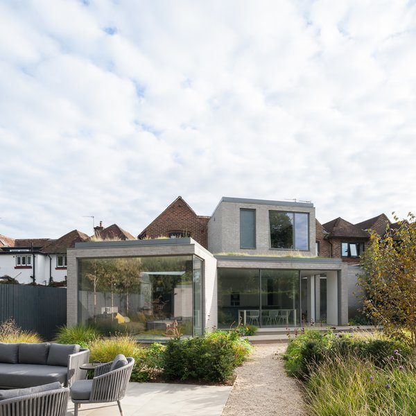 To improve connectivity to the rear garden, Soup Architects stretched a new ground floor extension across the width of the side to open up the eastern section of the house. A living room further knits the residence with the green space.