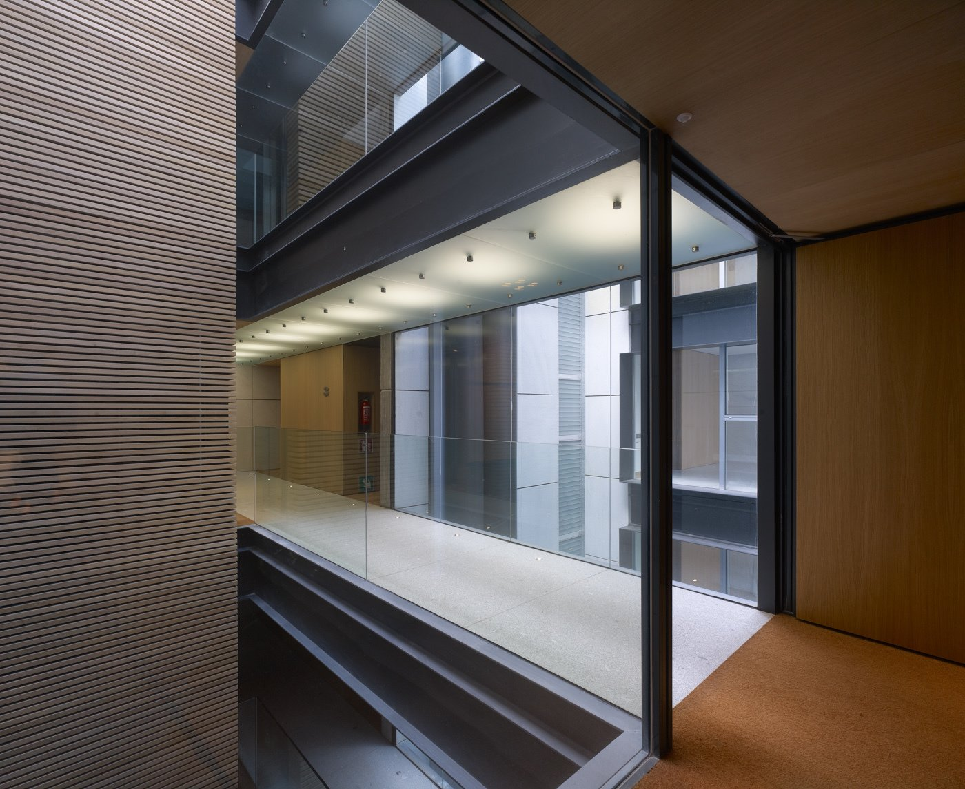 Hallway Stone, wood, glass parapets and steel plates, main materials used in the building   Madroños 27