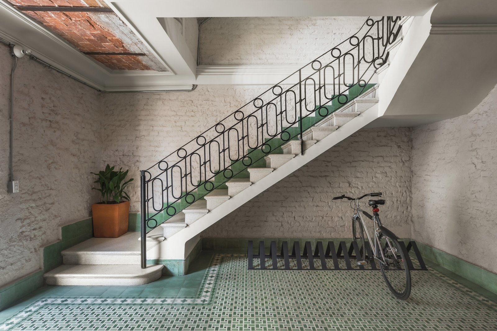 Original materials were recovered such as patterned azulejo floors, brick walls and railings