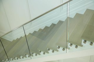 A Viewrail floating stairway with glass railing.