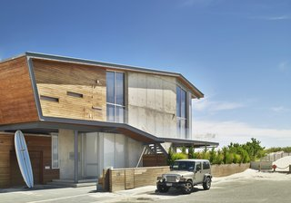 A Hangar Door Opens Up This Long Island Beach House to the Atlantic