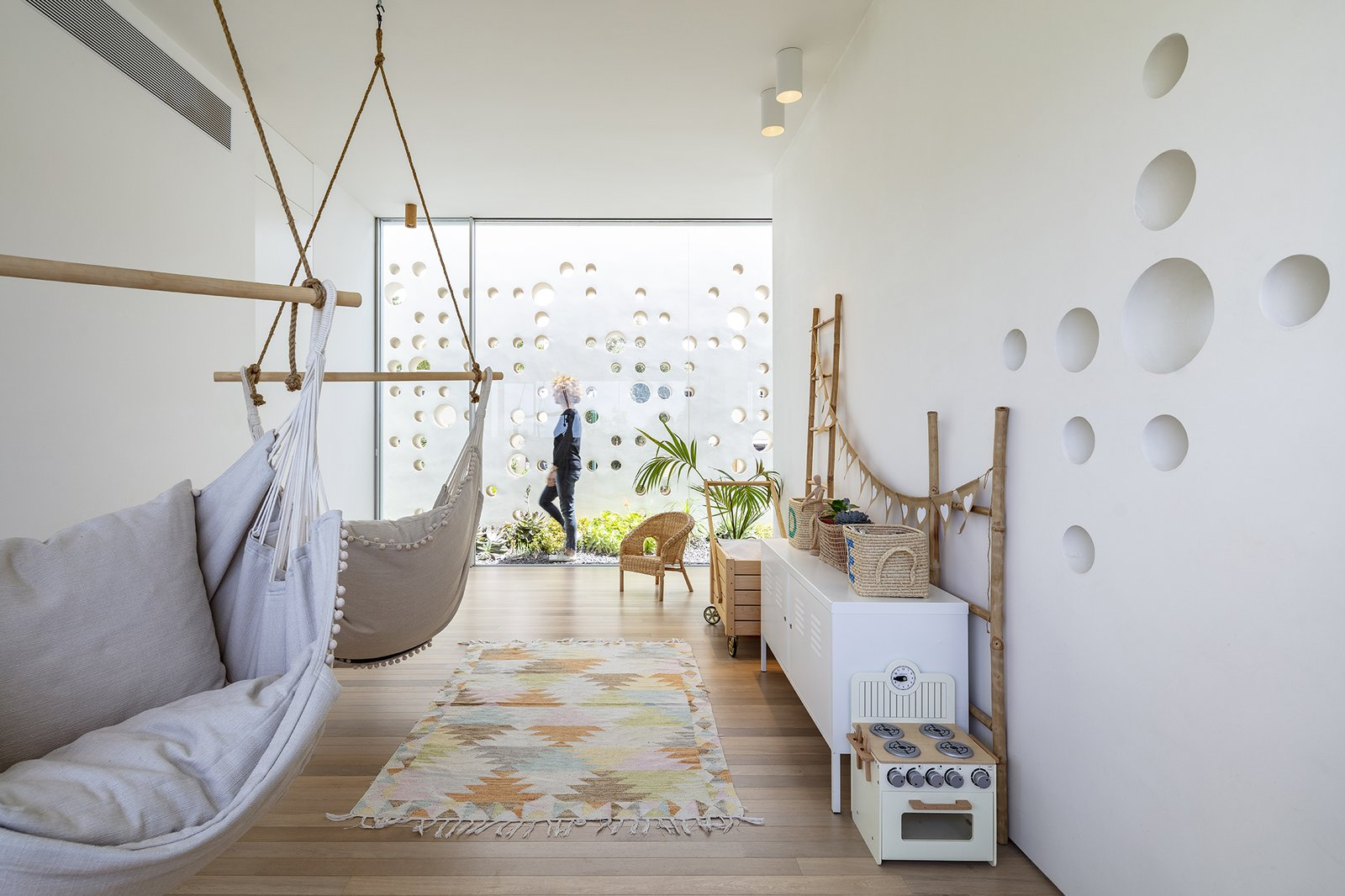 Round Edge House by Anderman Architects children's playroom