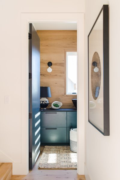 Best Modern Laundry Room Concealed Colorful Cabinets Design ...