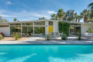 A Winsome Midcentury Show House in Palm Springs Lists for $875K