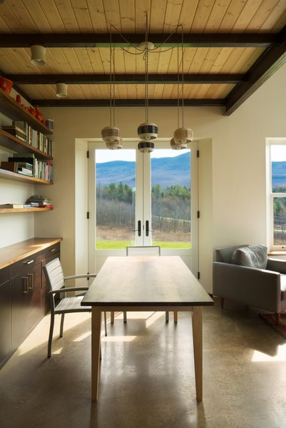 Enhanced by views of the landscape, the flexible dining room table doubles as a workspace.