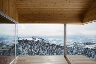 One of the highlights of these cabins are the mountain views that fill its rooms.