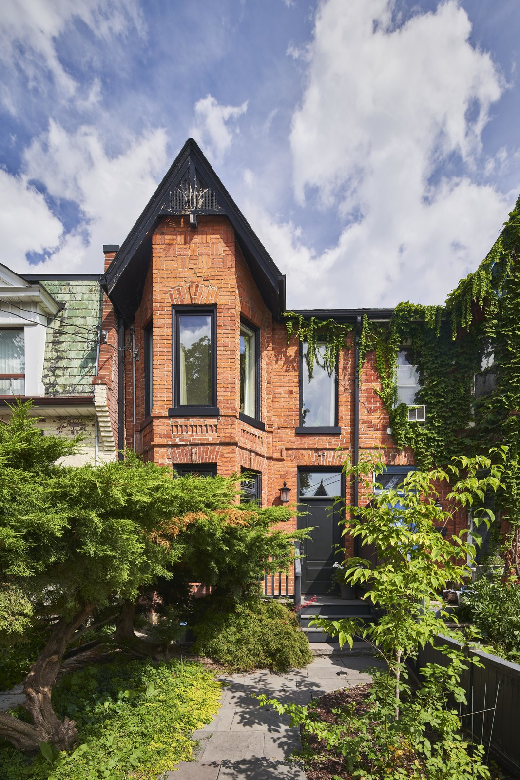 A Narrow Victorian in Toronto Gets a Mullet Makeover