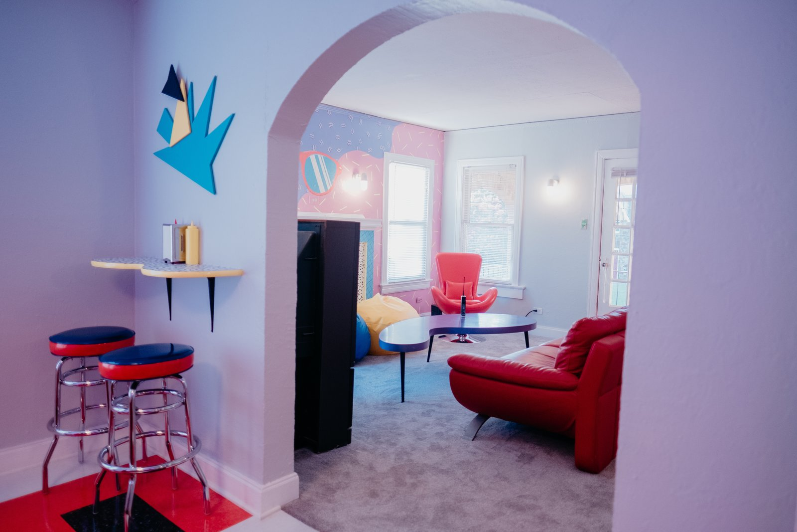 "Relive the '90s in This ""Saved by the Bell""-Inspired Dallas Airbnb"