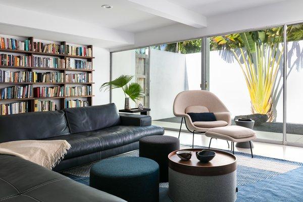 Eero Saarinen's Womb chair is the star of the book-filled den.