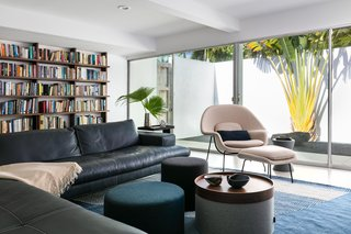Eero Saarinen's Womb chair is the star of the book-filled den.
