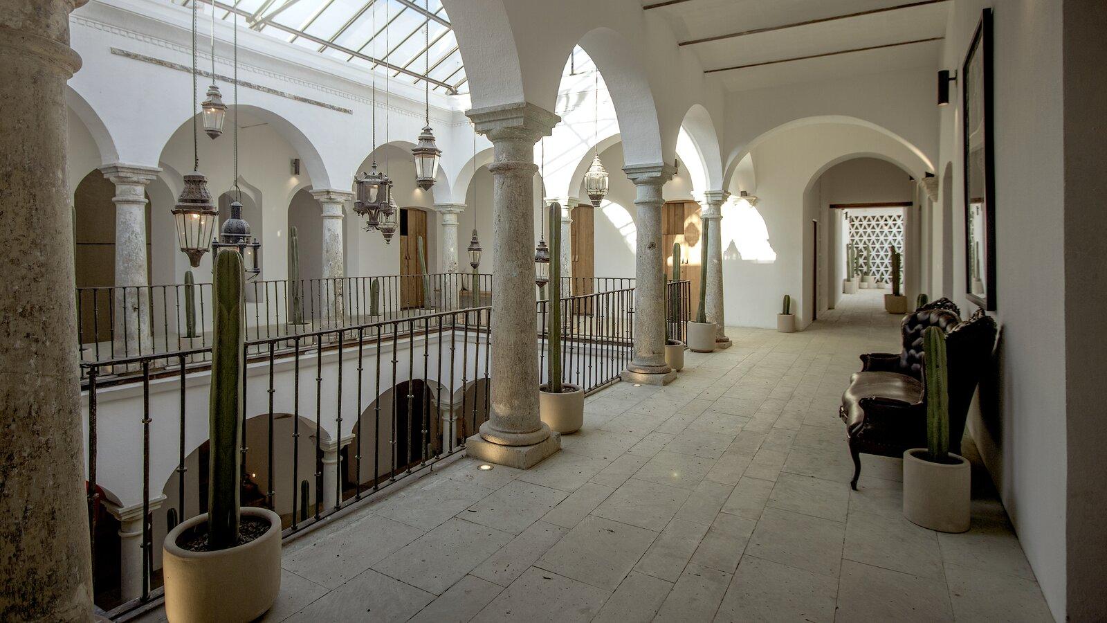 Hotel Sin Nombre open corridor