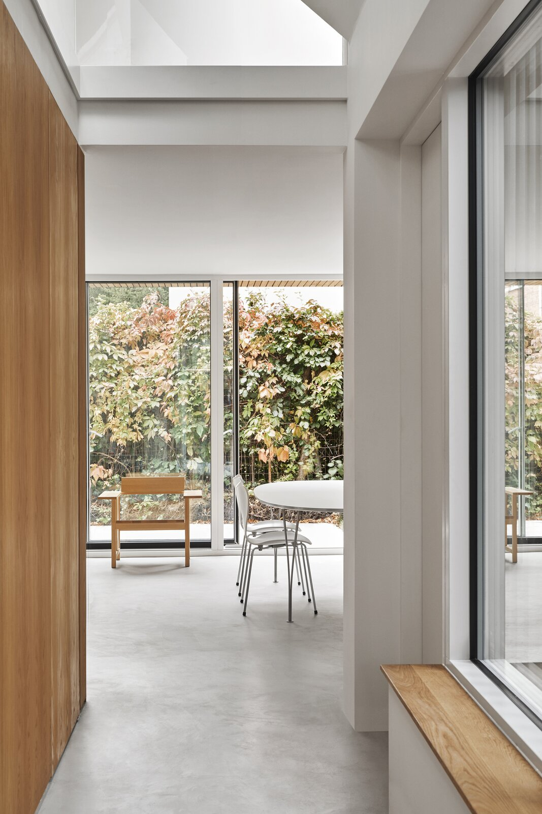 Villa Bülowsvej by EFFEKT hallway with view into the dining room