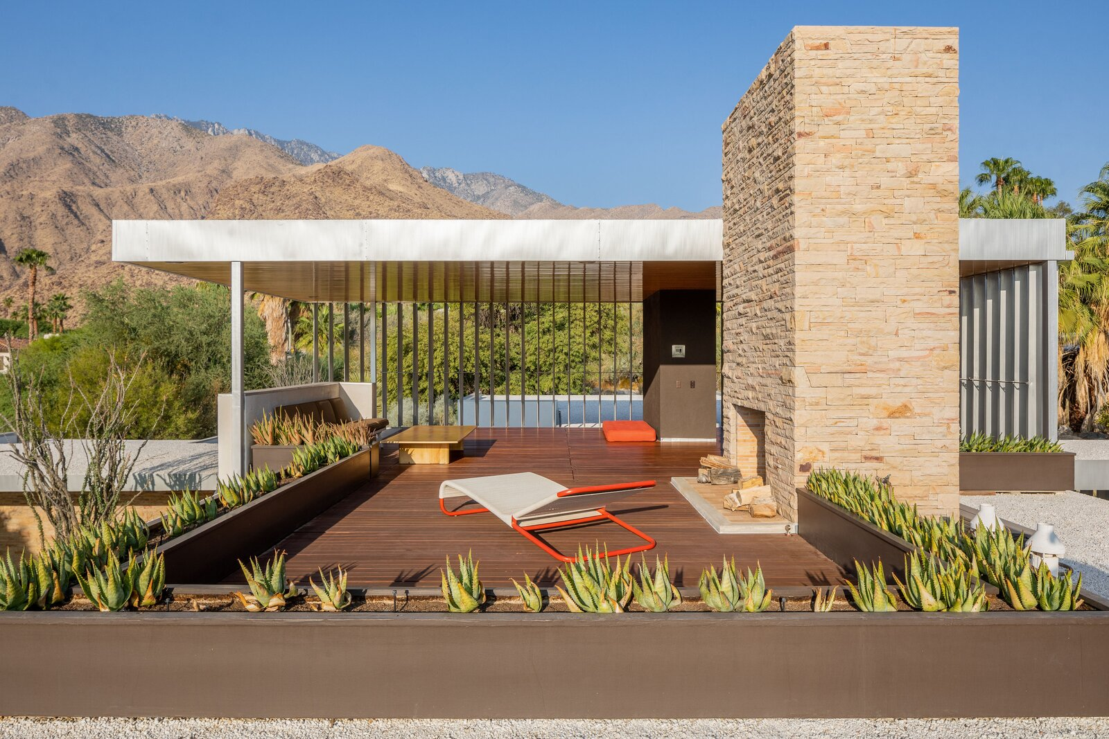 Kaufmann Desert House patio