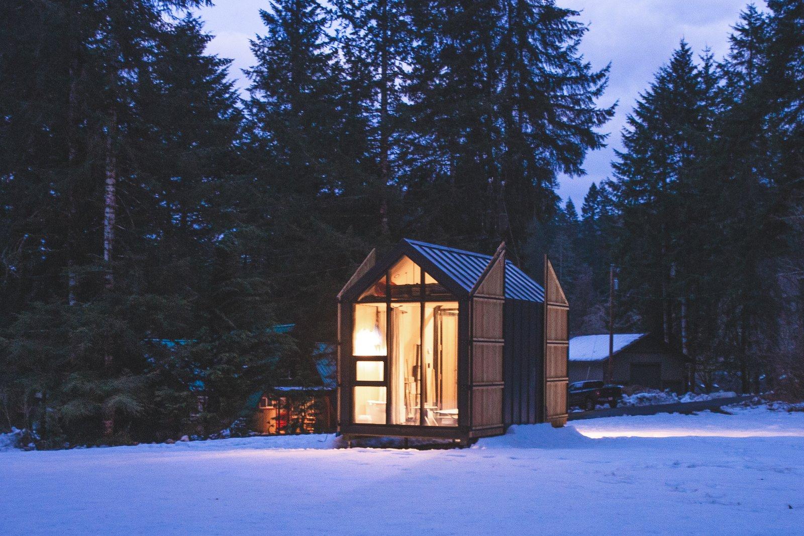 Elliot Mono prefab cabin exterior