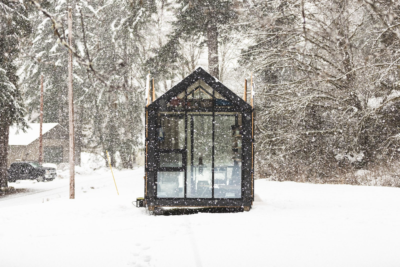 Elliot Mono prefab cabin