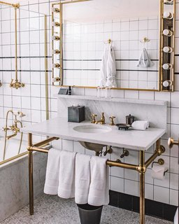 10 Trendy Spots to Take the Perfect Bathroom Selfie
