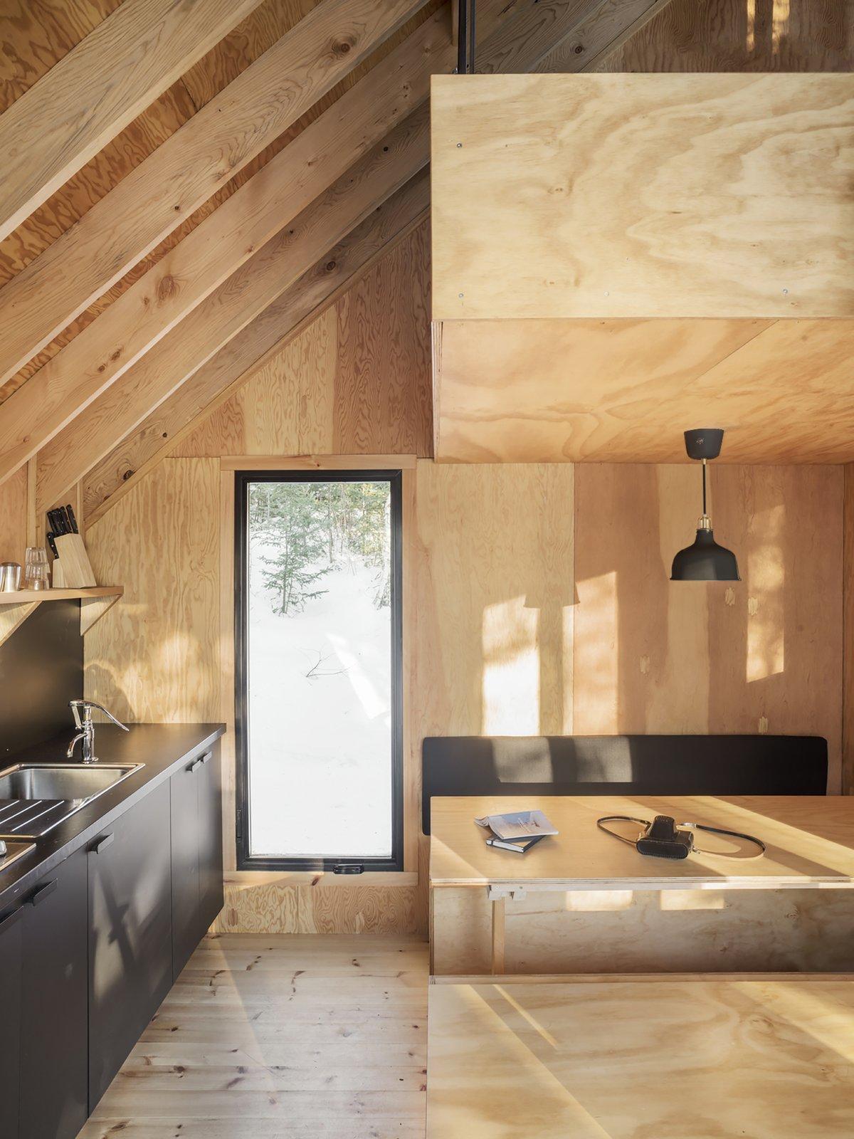 La Pointe cabin kitchen