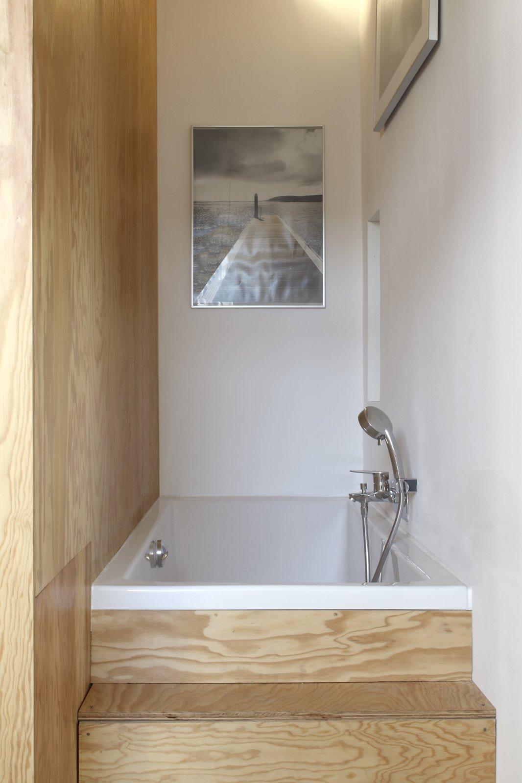 Pine Flat bathtub