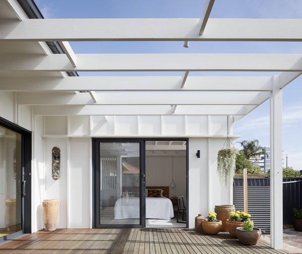 Interior ceiling beams continue externally to give sense of extended living spaces inside to outside. Timber battens to cement sheet add texture to the exterior light weight walls