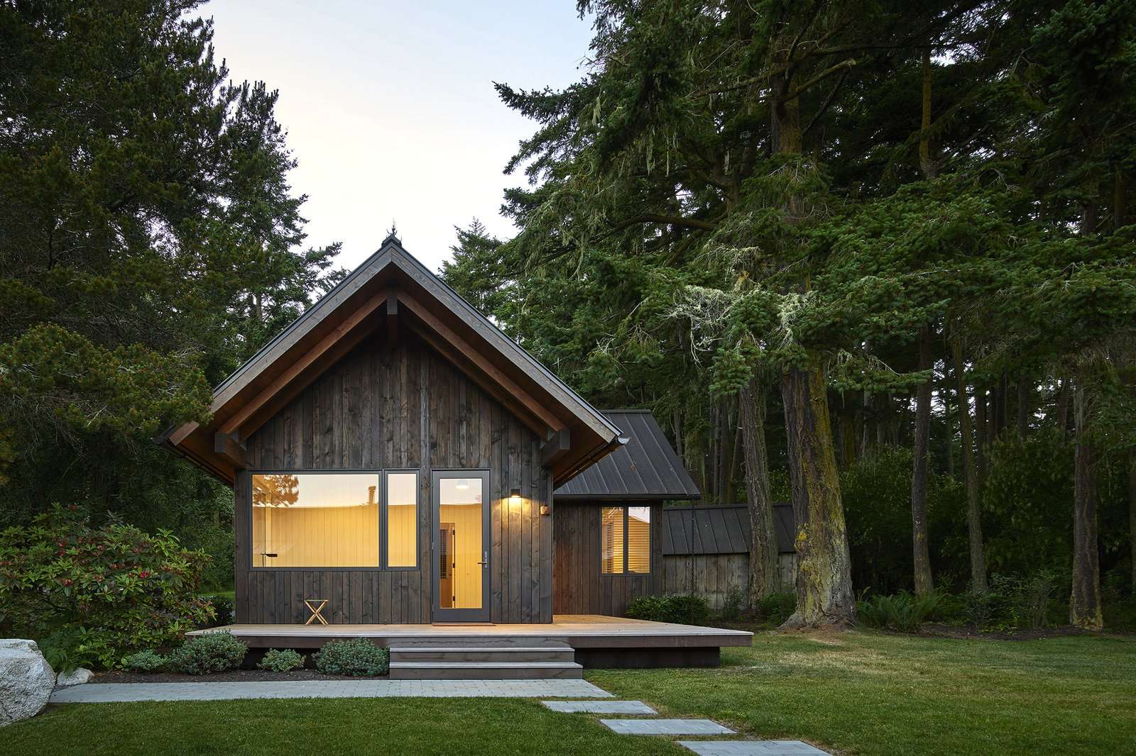 "Top 5 Cabins of the Week That Perfectly Define ""Cozy"""