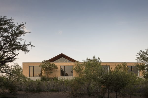 the project integrates the construction to its natural landscape.
