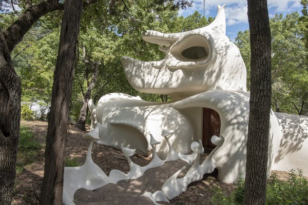 Austin's Weirdest Rental Is a Psychedelic Experience Totally Worth the Trip