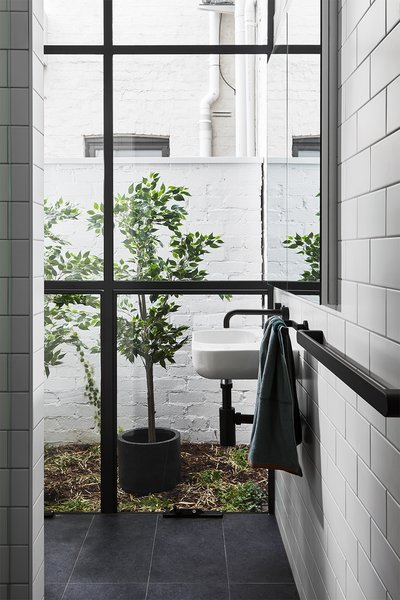 The renovation introduced a powder bath with a wall-mounted sink from Alape WT and fixtures by Milli Pure.