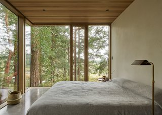 The bedrooms open up to the landscape for a tree house–like feel.