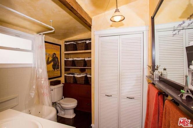 Before: Bathroom in Beach Ct. by Veneer Designs