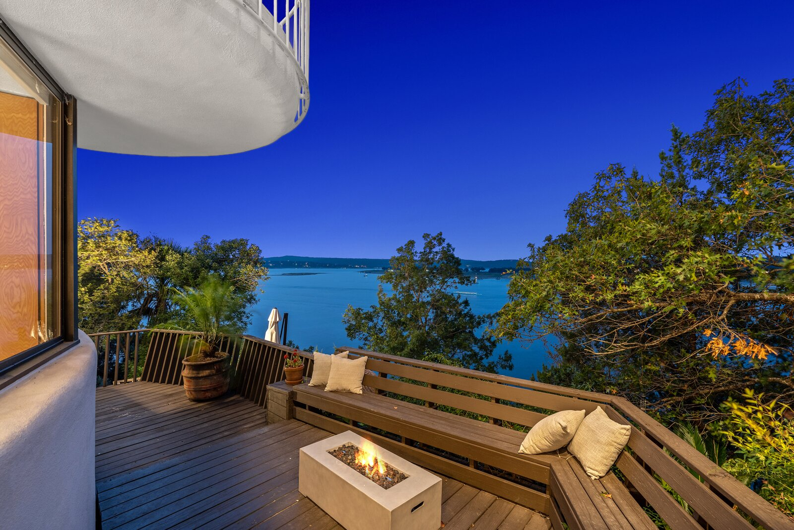 """""""It's an iconic Lakeway treasure,"""" says broker associate Michelle Jones.  Photo 7 of 7 in Austin's Weird and Wonderful Sand Dollar House Can Be Yours for $2.2M Clams"""