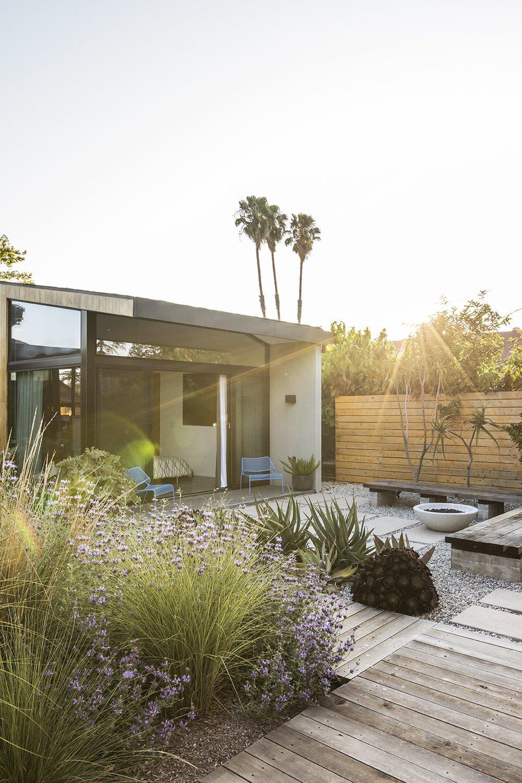 Garden House by Design, Bitches