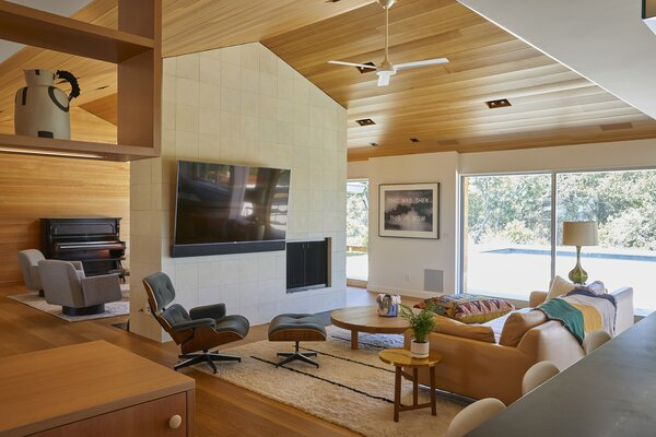 Bestor opened up the central spine of the ranch-style home, creating a kind of longhouse with the ceilings insulated and covered with hemlock.